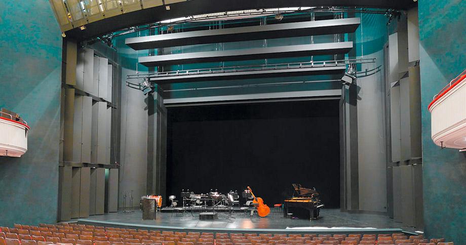 Bild zu 9 x L 16 i dezent versteckt im Bühnenportal
